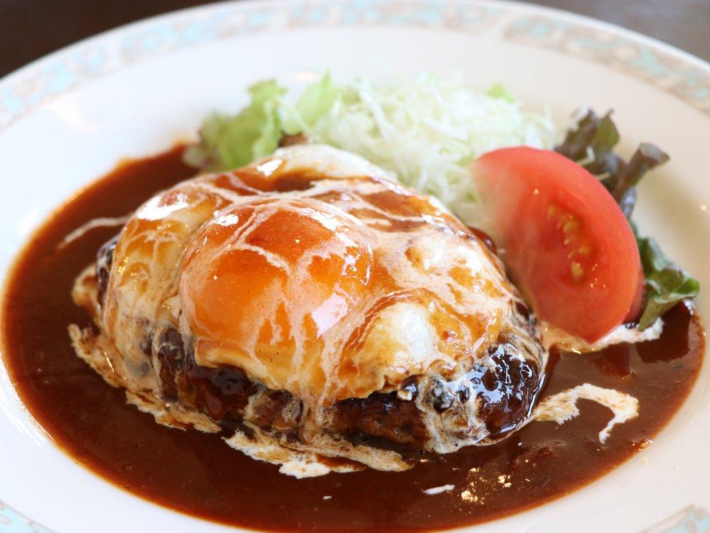 洋食・旬彩料理 みなみ ハンバーグ定食。洋食のほか中華・定食も