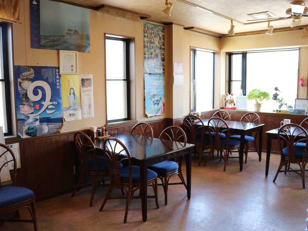 洋食・旬彩料理 みなみ 店内の様子 テーブル席、カウンター席あり