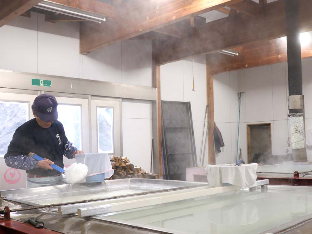 海水100%、伝統の「薪窯直煮製法のだ塩」
