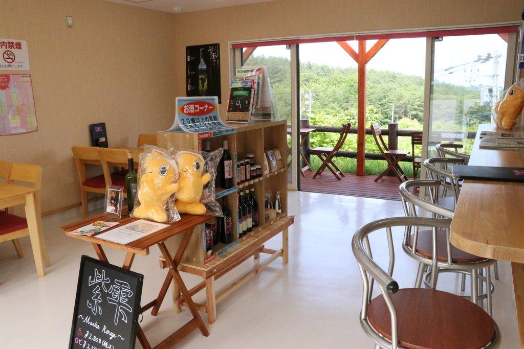 涼海の丘ワイナリー 春・夏限定でワイン・コーヒー軽食が楽しめるテイスティングルームも
