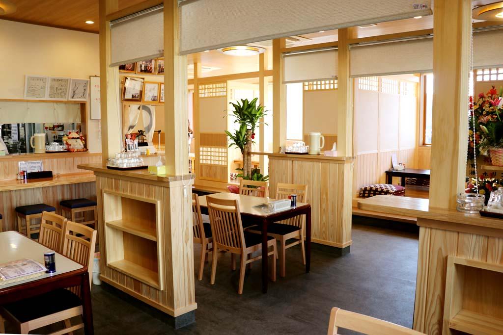 お食事処 十府ヶ浦 テーブル席、お座敷席もあってゆったり