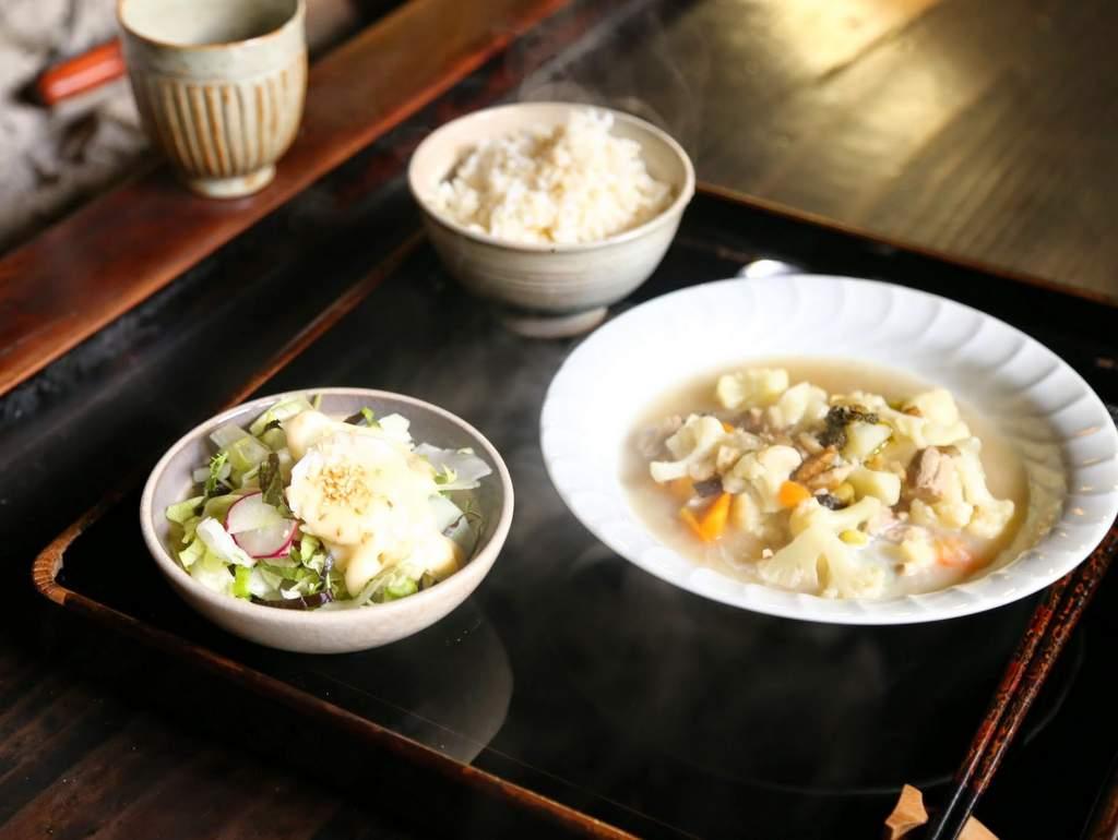 苫屋 ご主人夫婦が無農薬・不耕起で育てた野菜を使った創作料理