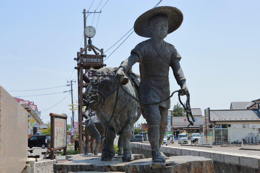 野田の牛方像