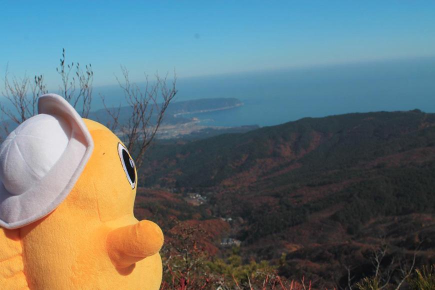 和佐羅比山からパノラマ紅葉をのんちゃんと見る(岩手県野田村)